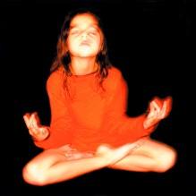 « l'enfant… entre ciel et feu intérieur. L'orange, sa couleur» 30 x 40 cm